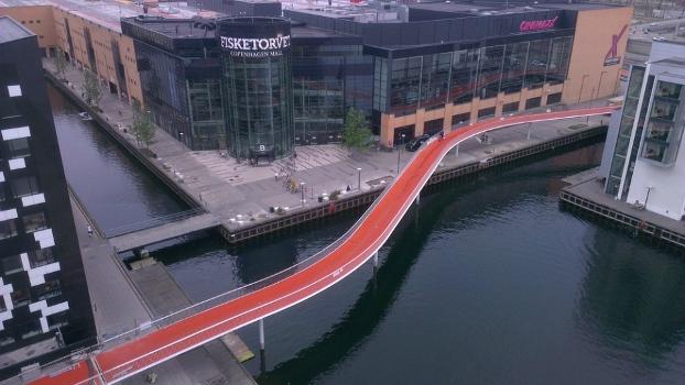 Estrutura cicloviária permite que os ciclistas trafeguem com segurança