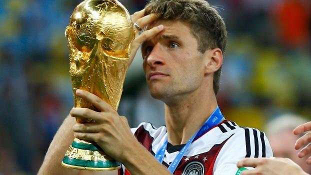 Thomas Muller com a Copa do Mundo: campeão aos 24 anos