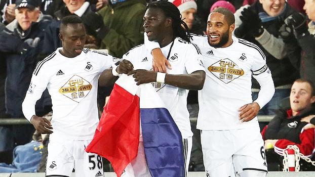 Gomis Comemora Gol Swansea West Ham Bandeira França Je Suis Charlie Campeonato Inglês 10/01/2015
