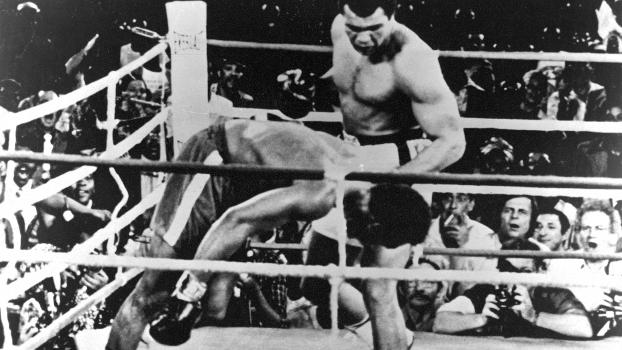 Momento para a história: Muhammad Ali nocauteia o campeão George Foreman