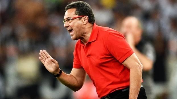 Com 65 vitórias em 101 jogos, Luxa tem 71% de aproveitamento na Copa do Brasil e busca segunda taça