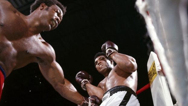 A tônica da luta no Zaire: Foreman no ataque, Ali nas cordas e castigando com contra-golpes
