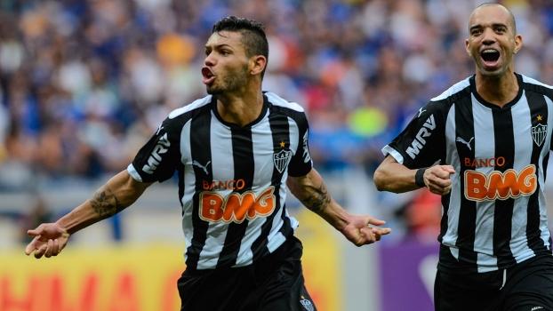 Carlos foi o herói do Atlético no Mineirão com dois gols, o último nos acréscimos