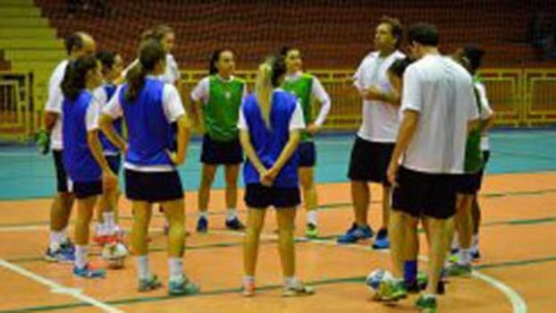 Seleção feminina de futsal goleou a Rússia por 5 a 0