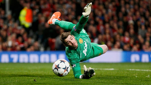 De Gea se estica e faz brilhante defesa em chute de Robben na partida entre United e Bayern de Munique na Champions League