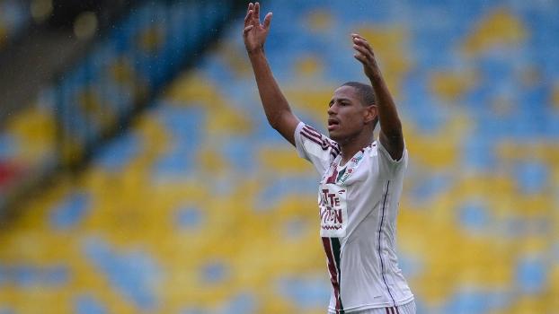 Robert marcou o gol da vitória do Fluminense contra o Bangu, o seu primeiro como profissional