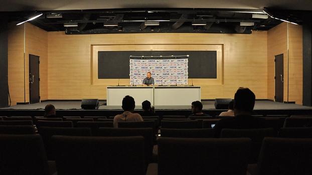 Mano Menezes na primeira entrevista pós-jogo em Itaquera
