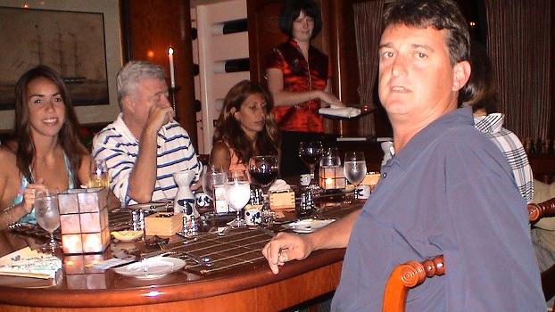 Ricardo Teixeira (camisa listrada), Claudio Honigman (à dir.) e suas respectivas esposas em encontro informal