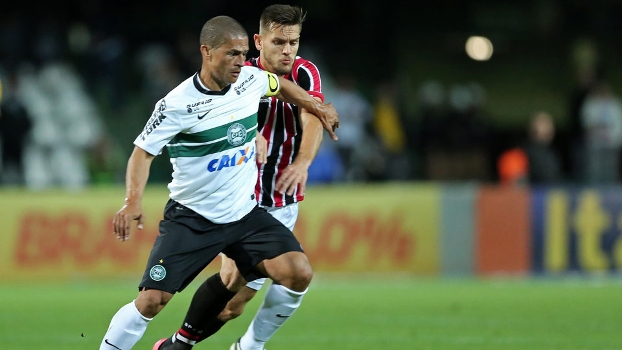 Alex cutuca CBF por ausência de Rogério Ceni