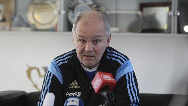 Técnico da Argentina crê que seu time se sentirá em casa no Brasil