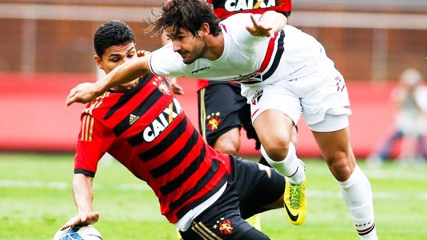 Alexandre Pato culpou o gramado por um gol feito perdido no Brasileirão