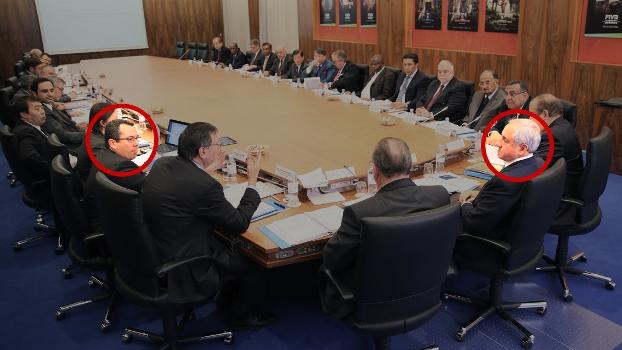 Fábio André Dias Azevedo (esquerda) e Ary Graça Filho (direita) na mesa de reuniões da CBV