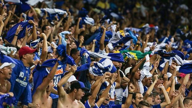 Torcida do Cruzeiro no Mineirão  força das arquibancadas para ajudar o time  ... d81f4705f10e1