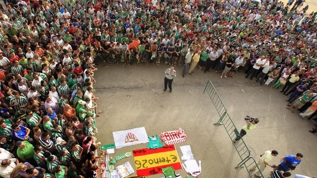 Cerca de mil pessoas estiveram na homenagem ao zagueiro