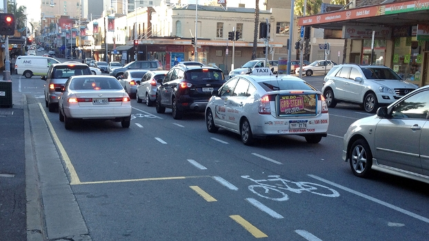 Exemplo de faixa exclusiva para bikes em Adelaide