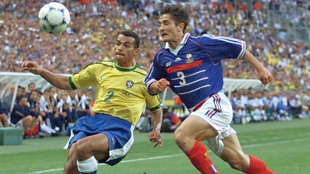 Cafu e Bixente Lizarazu, na decisão da Copa do Mundo de 1998