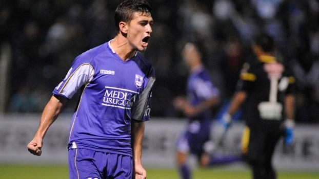 De Arrascaeta se destacou com a camisa do Defensor em 2014 e agora é jogador do Cruzeiro