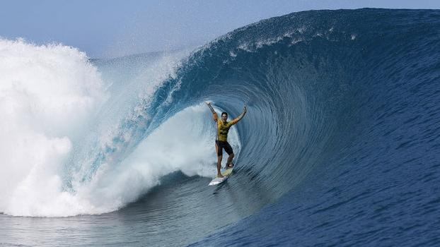 A foto que rodou a internet durante o Billabong Pro Tahiti 2014, em agosto.