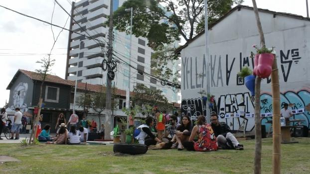 Organizadores tiveram apoio dos vizinhos na praça da Batatinha