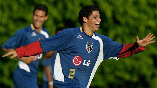 Com direito a promessa de ganhar igreja na Turquia, Cicinho rejeitaria o Real Madrid para voltar ao São Paulo