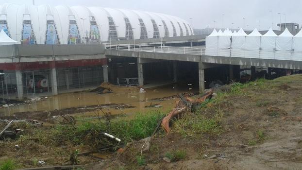 Parte do estacionamento do Beira-Rio alagado
