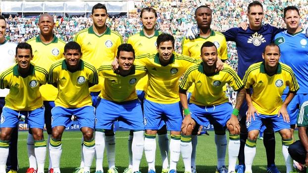 Palmeiras assegurou o retorno para a Série A utilizando a camisa amarela