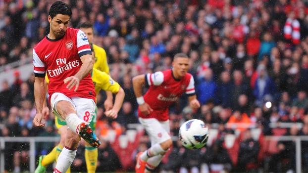 Arsenal faz três gols em sete minutos e vence o Norwich