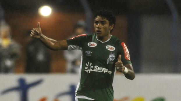 Misael marcou o gol da vitória da Luverdense sobre o Avaí