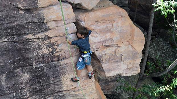 Jorge escalando no setor Califórnia de Igatú