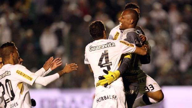Jefferson comemora com os companheiros a classificação do Botafogo