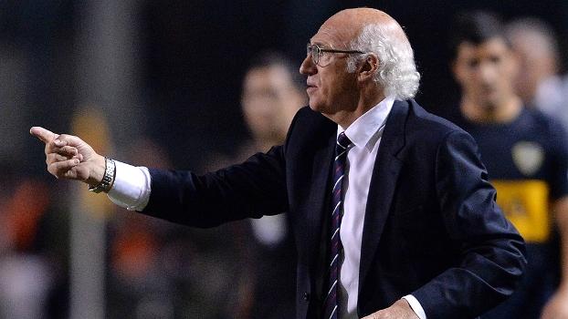 Carlos Bianchi durante o jogo no Pacaembu: técnico elimina time brasileiro na Libertadores pela oitava vez seguida