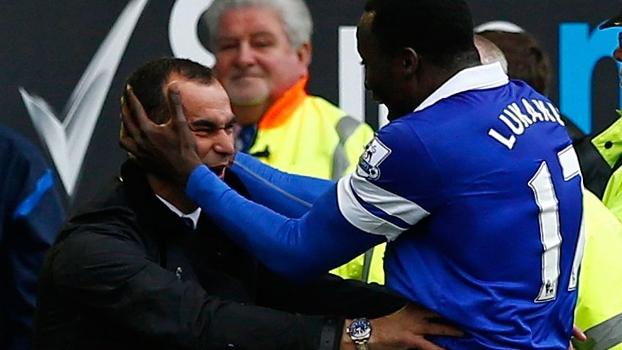 Lukaku com o técnico Roberto Martínez: Everton pagou 35 milhões de euros por ele