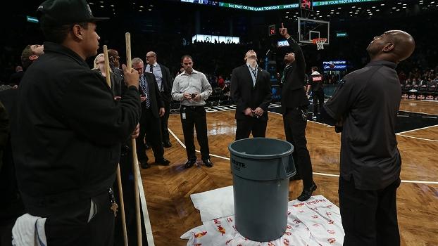 Goteira no Barclays Center atrasou jogo entre Nets e Heat por 29 minutos