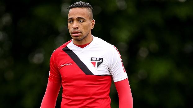 Álvaro Pereira pode estar de saída do time tricolor