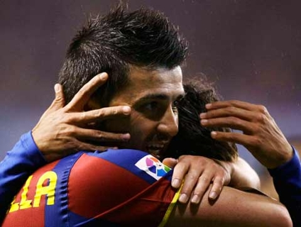 David Villa comemora após marcar o primeiro gol do Barcelona na goleada deste sábado