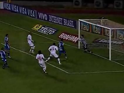 Renan durante a vitória do Avaí sobre o São Paulo no Morumbi;  veja defesas