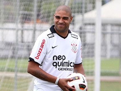 Clique no player e reveja os 2 gols de Adriano com a camisa do Corinthians!